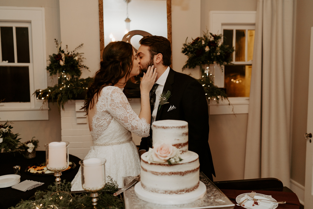 wedding cake cutting